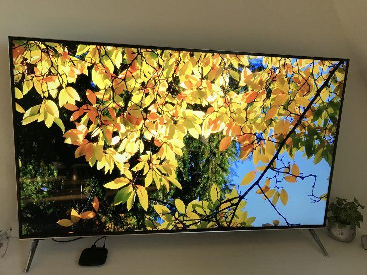 Image de la MiBox sur un écran plasma